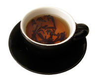 Taza negra de té sobre el fondo blanco Fotos de archivo libres de regalías