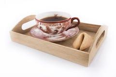 Taza oriental de té con la galleta de la suerte Foto de archivo
