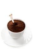 Taza por completo de café molido Fotos de archivo libres de regalías