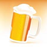 Taza realista de cerveza Foto de archivo libre de regalías