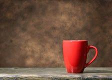 Taza roja imagen de archivo libre de regalías