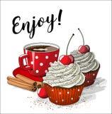 Taza roja de coffe con dos magdalenas y cuatro palillos de canela, ejemplo Fotos de archivo