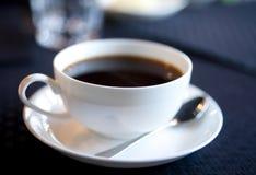 taza Suave-enfocada de café de la mañana Imagenes de archivo