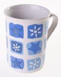 Taza, taza del color en fondo Fotos de archivo