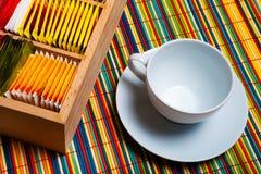 Taza y bolsos de té Fotos de archivo libres de regalías