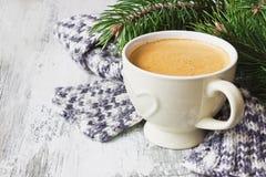 Taza y bufanda de café Fotografía de archivo