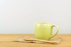 Taza y cuchara de café Fotos de archivo libres de regalías