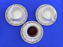 Taza y dos de la porcelana o de café de China antes de llenar Foto de archivo libre de regalías