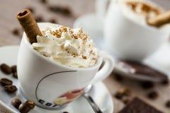 Taza y dulces de Coffe Imagen de archivo