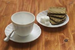 Taza y galletas Imágenes de archivo libres de regalías