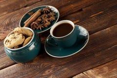 Taza y galletas de café Imagen de archivo libre de regalías