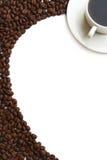 Taza y grano de café Fotos de archivo libres de regalías