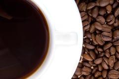 Taza y grano de café fotografía de archivo libre de regalías