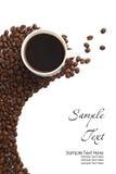 Taza y grano de café en el fondo blanco Imágenes de archivo libres de regalías