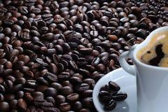 Taza y haba de Cofee Foto de archivo libre de regalías