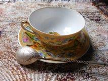 Taza y platillo de la porcelana Foto de archivo