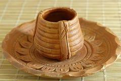 Taza y platillo de té de tierra de la cerámica Imágenes de archivo libres de regalías