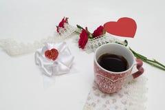 Taza y rosas Fotografía de archivo libre de regalías