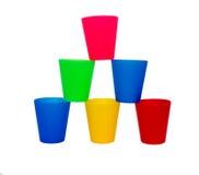 Tazas coloreadas apiladas Foto de archivo libre de regalías