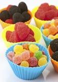 Tazas coloreadas de las habas de jalea Foto de archivo libre de regalías