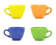 Tazas coloreadas fijadas aisladas en blanco Imagen de archivo