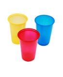 Tazas coloreadas plástico disponible Fotos de archivo