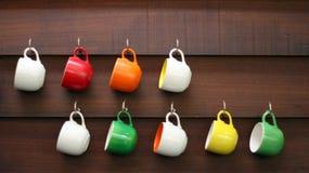 Tazas coloridas Foto de archivo libre de regalías