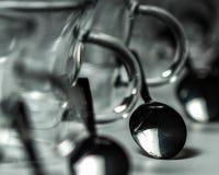 Tazas con las cucharas Imagenes de archivo