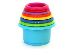 Tazas de amontonamiento coloridas para el bebé Imagenes de archivo