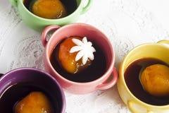 Tazas de bolas de arroz pegajoso rellenas Imágenes de archivo libres de regalías