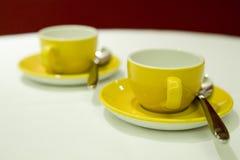Tazas de café amarillas Fotografía de archivo libre de regalías