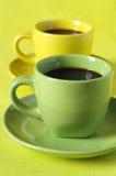 Tazas de café amarillas y verdes Fotografía de archivo libre de regalías
