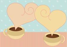 Tazas de café con la tarjeta de las tarjetas del día de San Valentín del vapor del corazón Fotografía de archivo