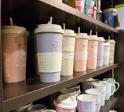 Tazas de café en diversos estilos foto de archivo libre de regalías
