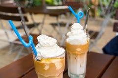 Tazas de café frío Imagenes de archivo