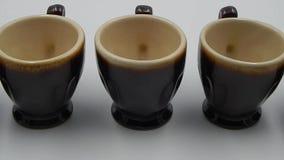 Tazas de café de la cerámica almacen de metraje de vídeo