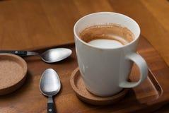 Tazas de café semivacías, latte del caffe Imagen de archivo libre de regalías