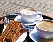 Tazas de café y de torta Fotografía de archivo