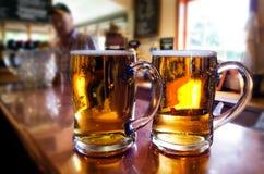 Tazas de cerveza foto de archivo libre de regalías