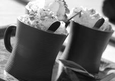 3 tazas de chocolate caliente con crema azotada Fotografía de archivo