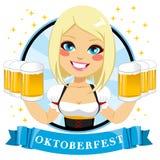 Tazas de Holding Six Beer de la camarera libre illustration