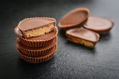 Tazas de la mantequilla de cacahuete fotos de archivo libres de regalías