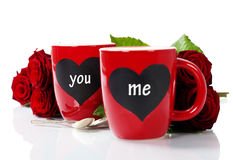 Tazas de la tarjeta del día de San Valentín Imagenes de archivo