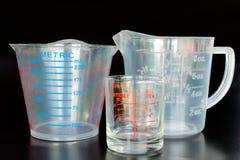 Tazas de medición para la cocina Fotografía de archivo libre de regalías