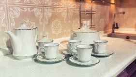 Tazas de té con una tetera Imagen de archivo