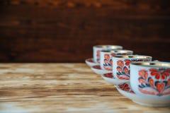 Tazas de té en la tabla de madera Fotografía de archivo