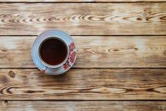 Tazas de té en la tabla de madera Fotografía de archivo libre de regalías
