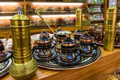 Tazas de té en una tienda turca Imágenes de archivo libres de regalías