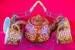Tazas de té hechas a mano de la porcelana del estilo tailandés del vintage fijadas Sistema de cerámica cinco-coloreado tailandés  Imagen de archivo libre de regalías