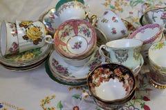 Tazas de té y platillos del vintage Imágenes de archivo libres de regalías